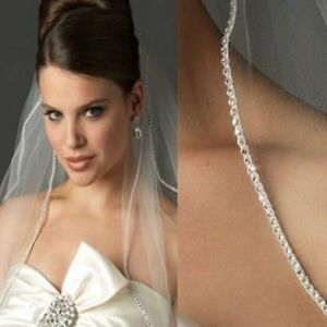 Wedding veil, white tulle, hair comb attached